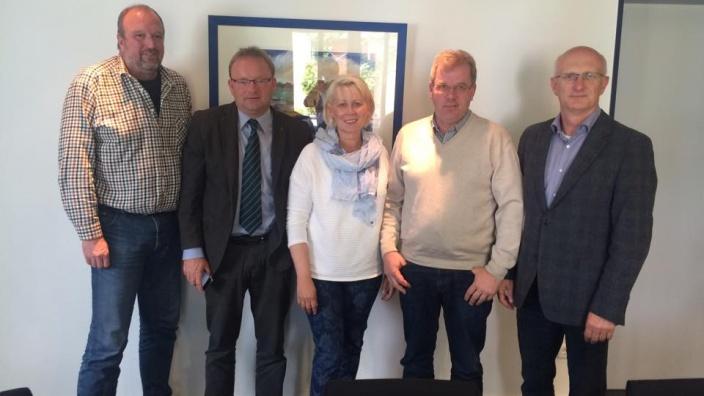 M. Ueckermann, A. Damerow und K. Jensen mit Vertretern der nordfriesischen Bauernverbände
